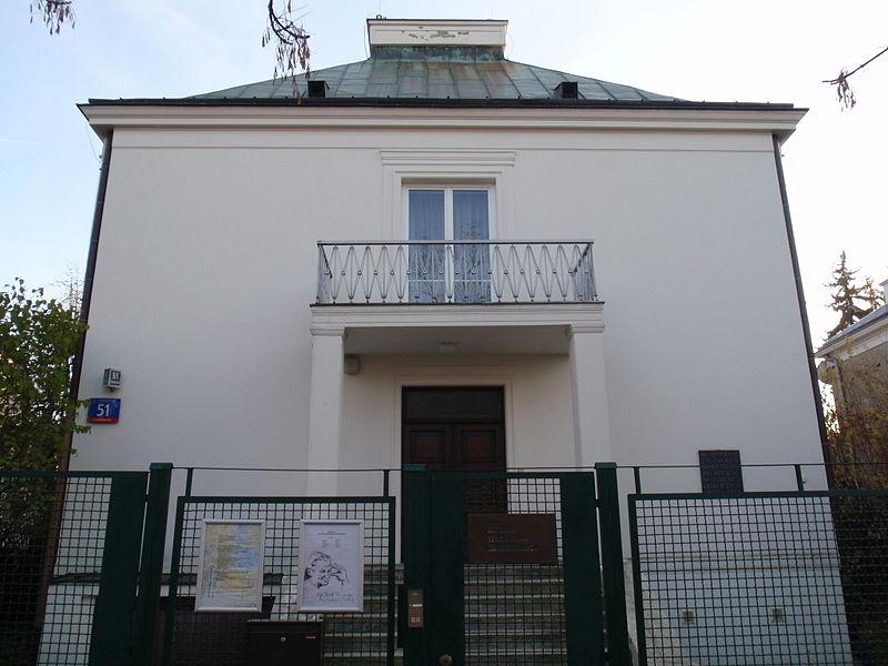 800px-Muzeum_Wladyslawa_Broniewskiego_w_Warszawie-Museum_of_Wladyslaw_Broniewski_in_Warsaw