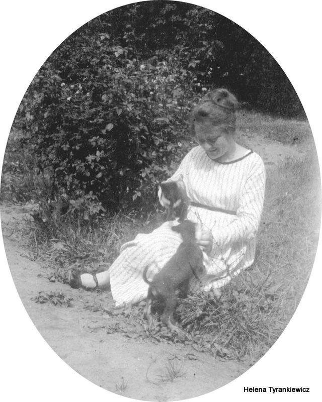 Helena Tyrankiewicz z kotem (przed 1939)-001