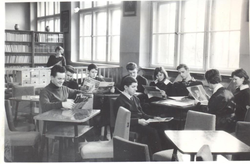 w bibliotece szkolnej 001