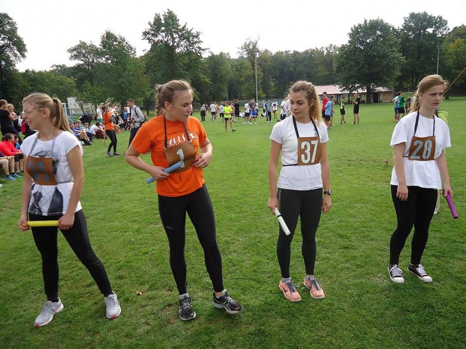 Dziewczęta vicemistrzyniami powiatu w Sztafetowych Biegach Przełajowych