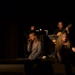 Koncert jesienny na dwa świerszcze i wiatr w kominie